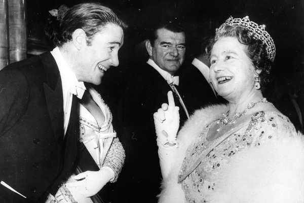 Peter O'Toole mit Queen Elizabeth; Rechte: imago stock&people