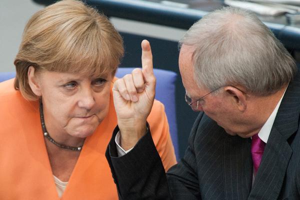 120719_Schaeuble_Merkel_990_m.jpg