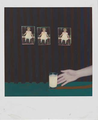 Bruce Charlesworth: Untitled. 1979, Polaroid SX-70 Hand-colored; Rechte: Bruce Charlesworth