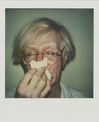 Andy Warhol: ANDY SNEEZING. 1978, Polaroid SX-70; Rechte: The Andy Warhol Foundation for the Visual Arts Inc. / VBK, Wien 2011