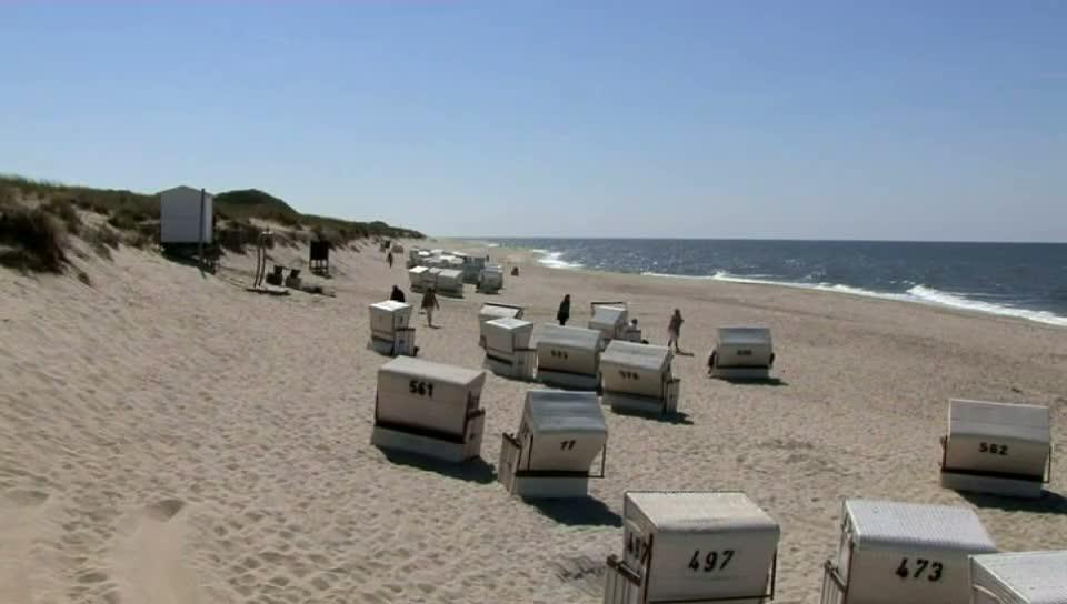 Ein Strand mit Strandkörben