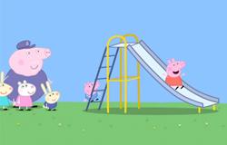 Peppa aus der 'Sendung mit dem Elefanten' auf einem Spielplatz.; Rechte: WDR
