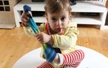 Kind zieht sich alleine die Stümpfe aus; Rechte: WDR