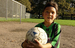 Kelana mit Fußball.; Rechte: WDR