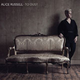 Alice Russell hinter Sofa; Differ-Ant Recordings