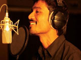 Cover der Single: Der S�nger Dhanush am Mikro; Sony