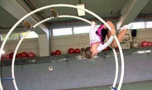 Zoe zeigt Übung auf dem Rhönrad; Rechte: WDR