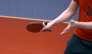 Hände, Schläger und Ball bei Aufschlag.; Rechte: WDR