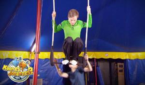 Johannes bei Training an Trapez.; Rechte: WDR