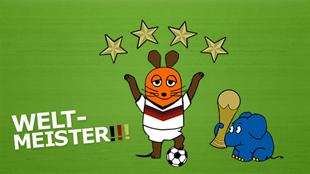 Die Maus im Fußball-WM-Trikot mit 4 Sternen; Rechte: