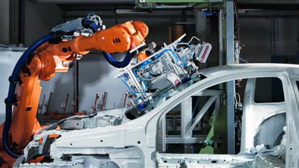 Roboterarm an PKW