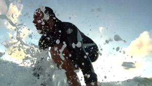 Max surft in einer Welle; Rechte: WDR