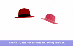 Zwei Hüte hängen in der Luft. Bild aus Halbzeitritual aus der 'Sendung mit dem Elefanten'. (Bildrechte: WDR)